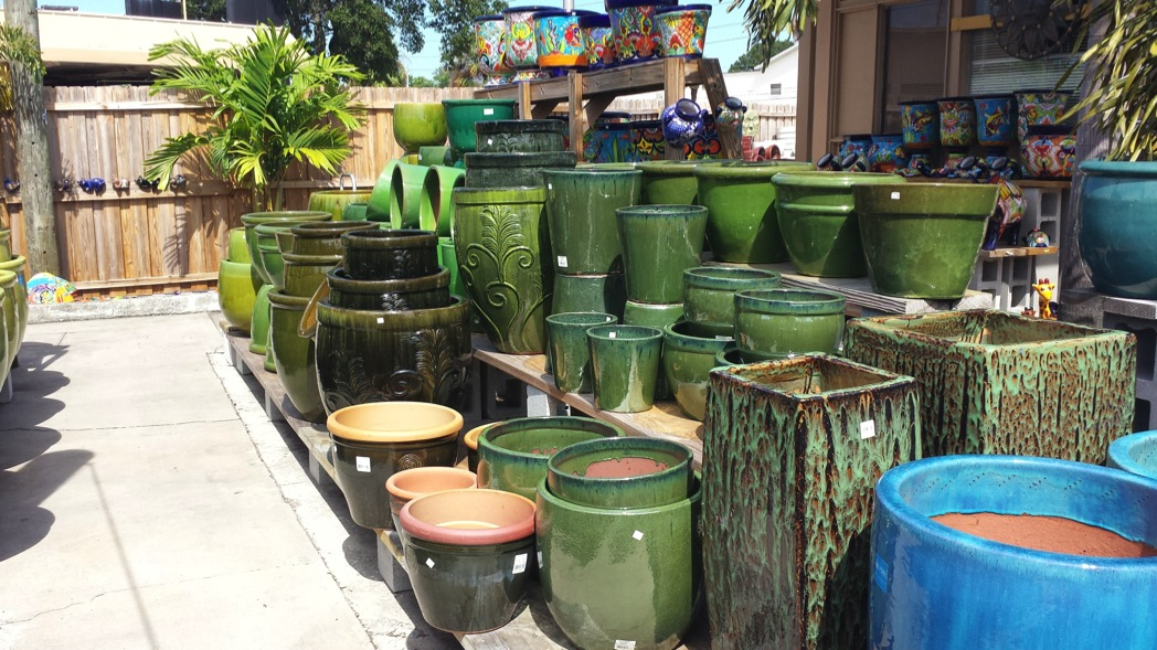 Buy Pots for plants, White Pots and seeds in Delhi NCR by the best online nursery shop Greendecor.